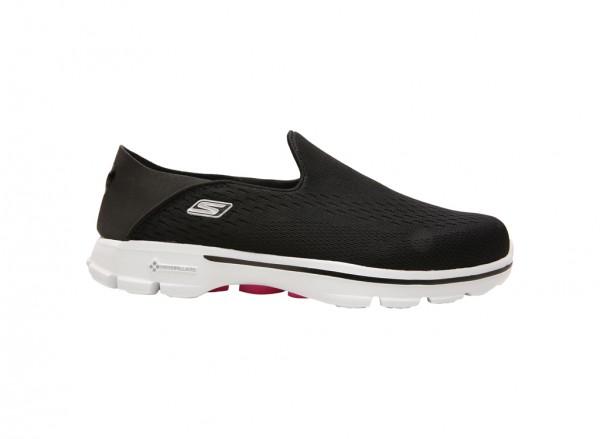 حذاء غو ووك 3 انفولد لون أسود وأبيض