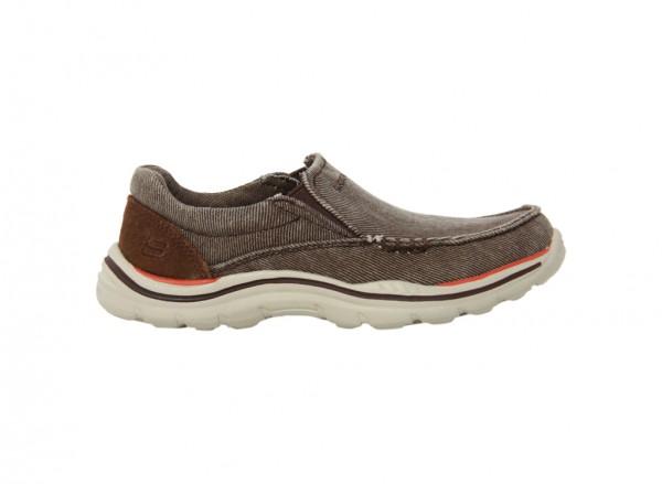 حذاء اكسبيكتيد لون بني