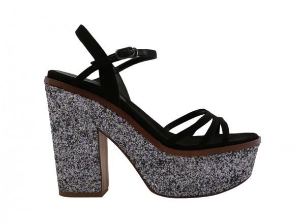 حذاء أسود بكعب عالي