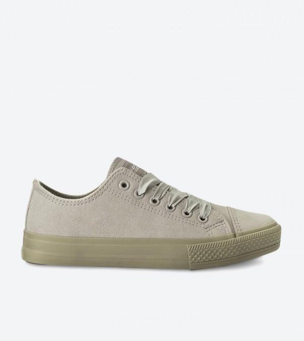 حذاء سنيكرز بلون رمادي