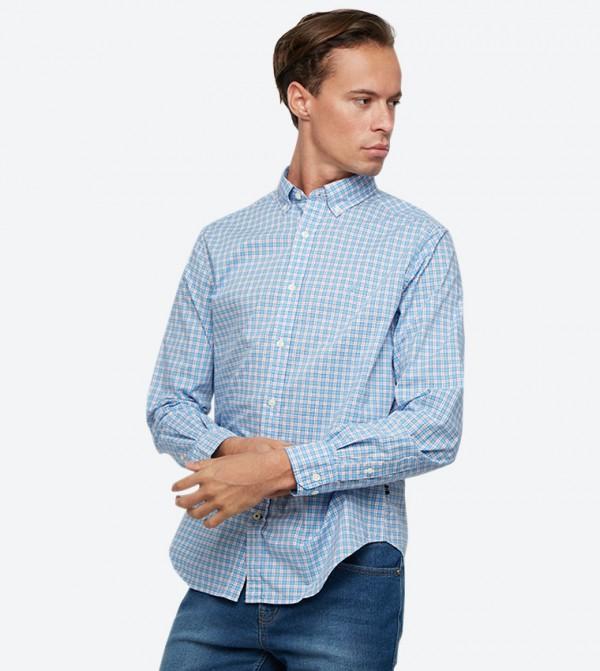 قميص بنمط مربعات بلون أزرق