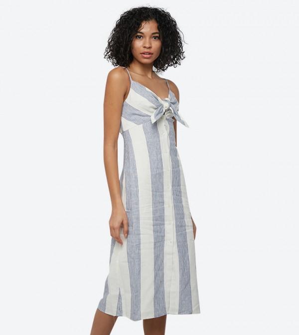 فستان مارتينا بياقة مكشوفة لون الأزرق