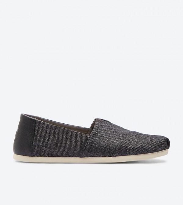 08aabce67 حذاء كلاسيك بلون أسود
