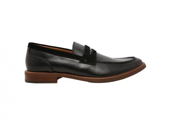 حذاء لوفرز أراريكيا أسود