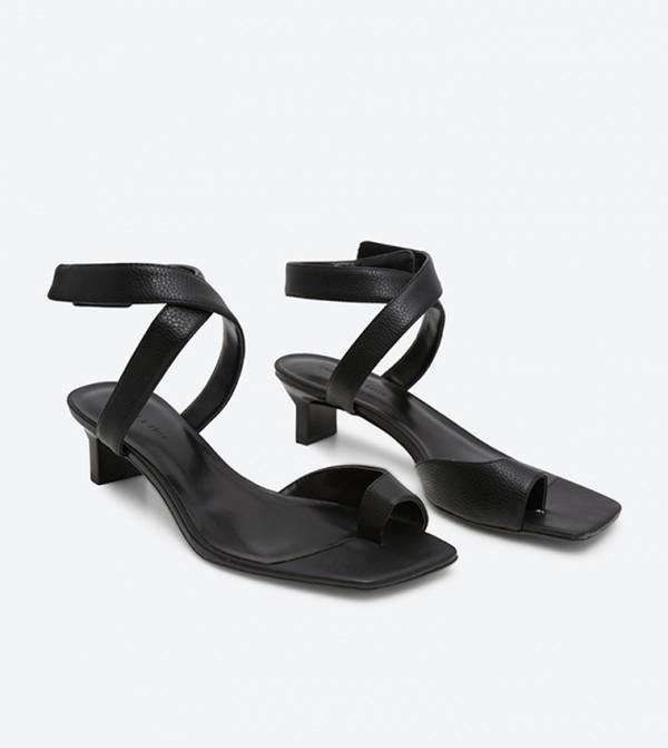 2b3bab434 Tapered Heel Thong Sandals - Black