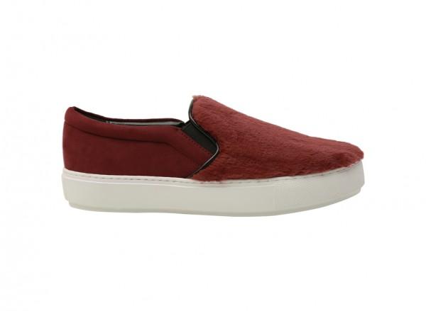 حذاء خفيف بلون أحمر داكن