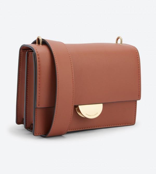83a5c8348 حقيبة بحمالة كتف طويلة لون بني