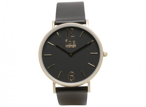ساعة يد سوداء
