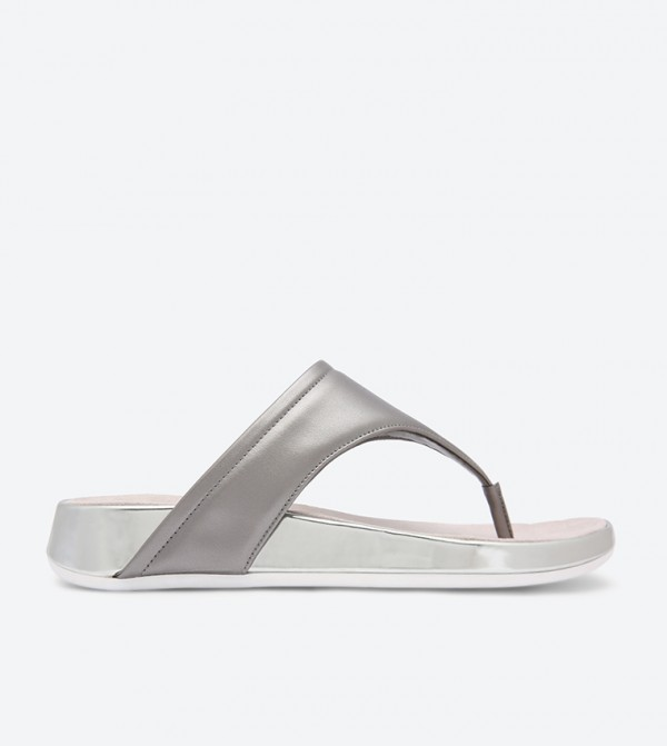 7fdc07de0 Easy Spirit Aggy Thong Sandals - Silver