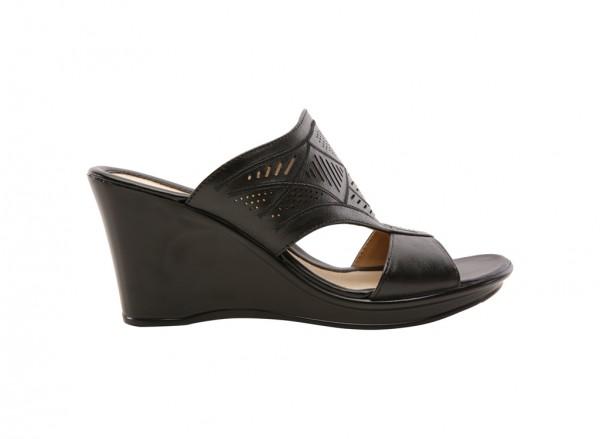 Naoshea Black Footwear