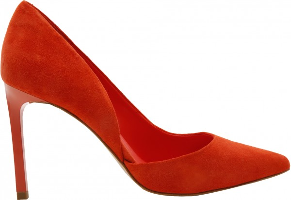 حذاء بلون أحمر