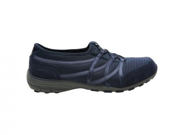 حذاء لون كحلي